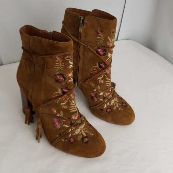 5f0d17842c82f Sam Edelman Winnie Booties Embroidered Bobo. M 5ad018b9d39ca22bff547294